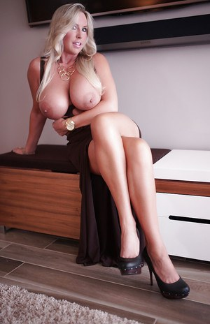 Huge Boobs Housewife Pics
